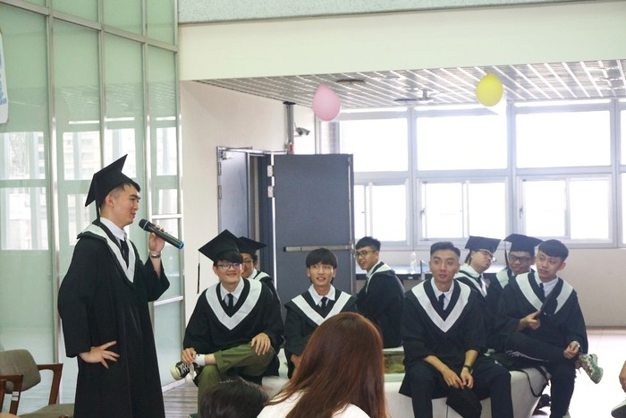 The Representative of graduates had a talk in the ceremony.