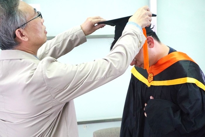 Prof. Lung-Chien Chen, the Department Head, turned tassels for the graduates.